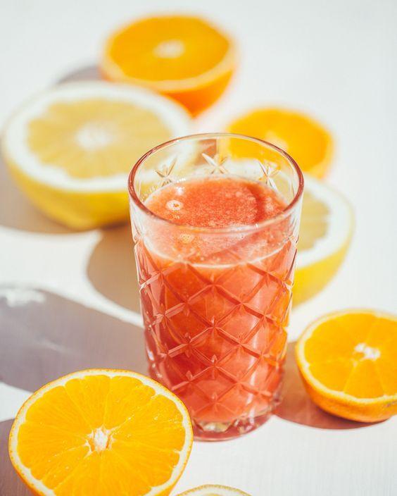 Uno dei nostri preferiti: Estratto Energizzante e Bruciagrassi al Pompelmo rosa Tagga un amico per condividere la ricetta Centrifugato / Estratto 1 Pompelmo il Succo di un Arancia Rossa 1/2 Limone (con tutta la buccia!) un pezzetto di Zenzero  #lacentrifuga #sicilianinsta #whatitalyis #sicily #juice #centrifugato #f52grams #feedfeed #eeeeeats #bareaders #colazioneitaliana #bhgfood #huffpostetaste #buzzfeast #buzzfeedfood #foodgawker #tastespotting #plantstrong #colazionetime #thatsdarling…