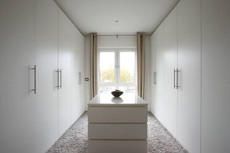 AVEO – Vielfalt genießen: moderne Ankleidezimmer von FingerHaus GmbH