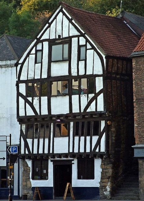 The 14th century timber framed Cooperage, on the quayside Newcastle upon Tyne. This is a pub. One of the oldest buildings in Newcastle it was a coopers workshop from 1876 to 1974.
