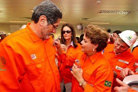 O caso da refinaria sepulta as invencionices ufanistas do padrinho de Dilma e Gabrielli. O petróleo não é nosso. E a Petrobras é deles