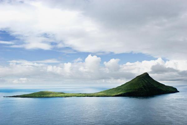 L'île de Koltur vue de «profil».  © Visit Faroe Islands / Jakob Eskildsen