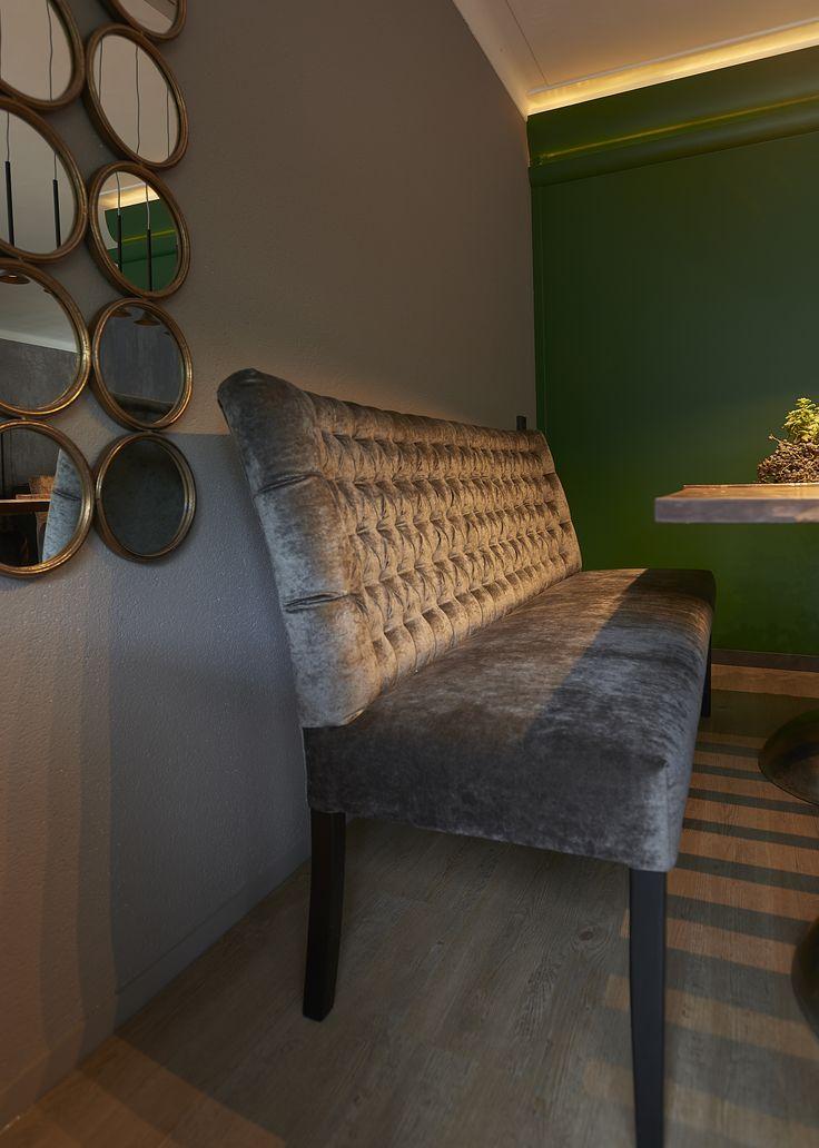 ROFRA Home - Eetkamerbank Salida met gecapitonneerde rugleuning is verkrijgbaar in verschillende stof/leersoorten en kleuren. Eetkamerbank Salida wordt in Nederland geproduceerd en is daarom ook in elke afmeting te bestellen. Zo krijg je de eetkamerbank van uw dromen!