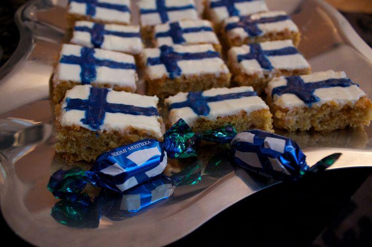 https://flic.kr/p/aRyATi | 19 *** Hyvää Itsenäisyyspäivää! Happy Independence day Finland!! | December 6th Celebrations of the Finnish Independence day at äRRä's candy calendaR of the year 2011! 19 days to Christmas!