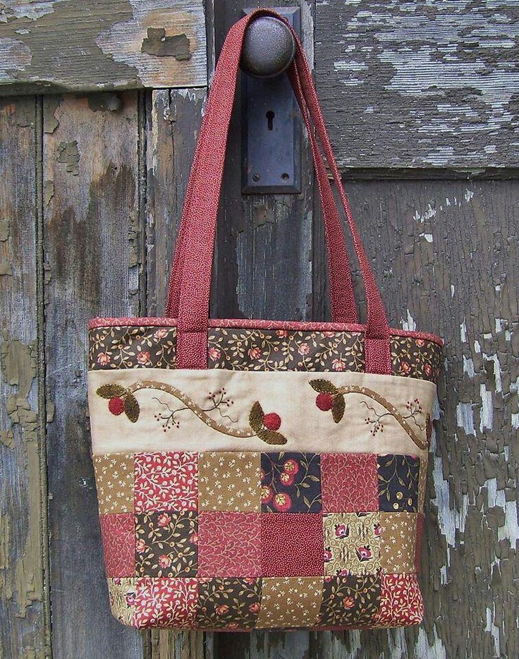 Kockás, teteje felé egy hímzett csík minta -- Quilted bag