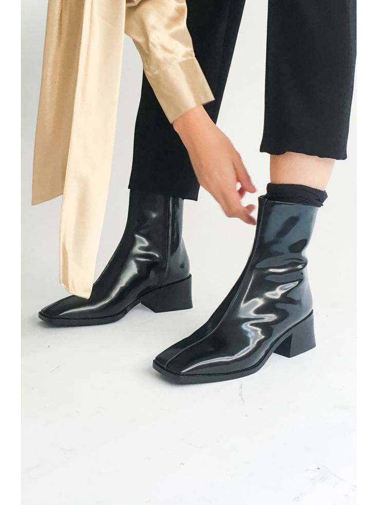 Feast your eyes on Suzanne Rae's brand new patent leather boots courtesy of Portland boutique, Stand Up Comedy. These beauties are the definition of sleek. Pair them with everything from cropped trousers to a wrap dress in winter florals.