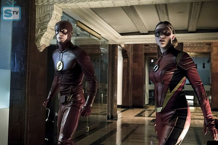 """The Flash -- """"The New Rouges"""" -- Image FLA304a_0085b.jpg -- Pictured (L-R): Grant Gustin as The Flas - SpoilerTV Backup Gallery"""