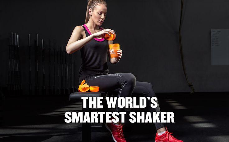 Apresentamos a nova Série Neon esá mais brilhante do que nunca.  A SmartShake  combina design e funcionalidade,  um acessório perfeito para o dia a dia, combina com o seu estilo de vida.  A SmartShake possui três compartimentos separados que permite que você facilmente armazene várias porções dos seus suplementos, como proteína, aminoácidos, vitaminas, cápsulas, pré e pós-Treino, protetor bucal, Mp3, chave do carro, brincos, aliança, etc.