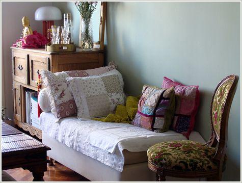 =^.^= Gato de Sapato: E o colchão velho virou...sofá!