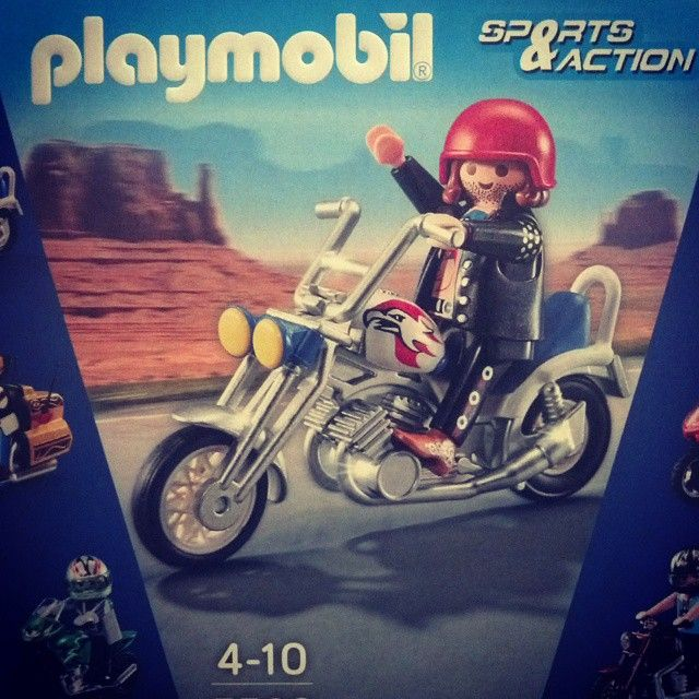 Parliamone! #bike #biker #moto #loveit #acquisti #ignoranti #ignoranzaportamivia #harley #davidson #harleylove #harleydavidson #playmobil #demenzacheavanza #saturday #fever #sabatoalternativo #november #rainy #night