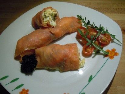 Rollos de salmón con picadillo