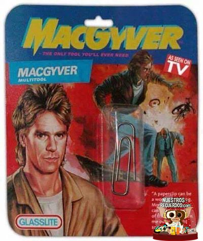 No te fíes de las apariencias, esto es un kit de supervivencia.    #juguetesegb #egb #macgyver #los80 #los90 #anos80 #anos90 #retro #recuerdos #aventura