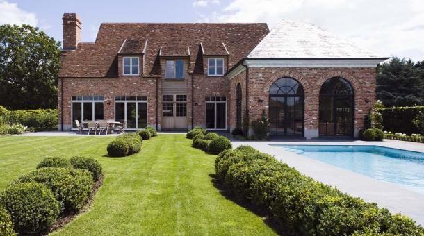 Nieuwbouwwoning toont rust en eenvoud in een landelijke stijl