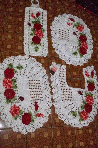 Jogo de banheiro com flores e joaninhas 4 peças - Classificados de Artesanato da Vila - Compra e Venda de Artesanato