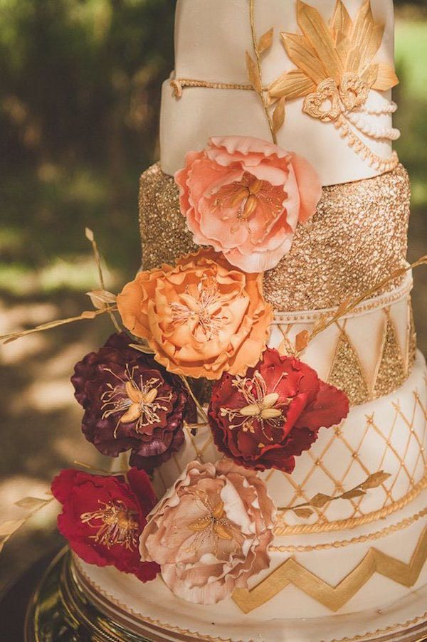 Absolutely gorgeous wedding cake design for a fall wedding! Photographer: Alexa Penberthy Photography | Featured Cake: Just Genie's Cakes via Rock My Wedding