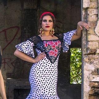 Mas del reportaje que podéis leer en @cayecruz_com sobre estilismos rocieros  Aqui con traje de @mjblay nuestros pendientes en cristal rojo y dorado.    #modaflamenca #flamenca #complementos #complementosdeflamenca #trajesdeflamenca #pendientes #pendientesdeflamenca #rocio16 #elrocio #caminodelrocio #editorial