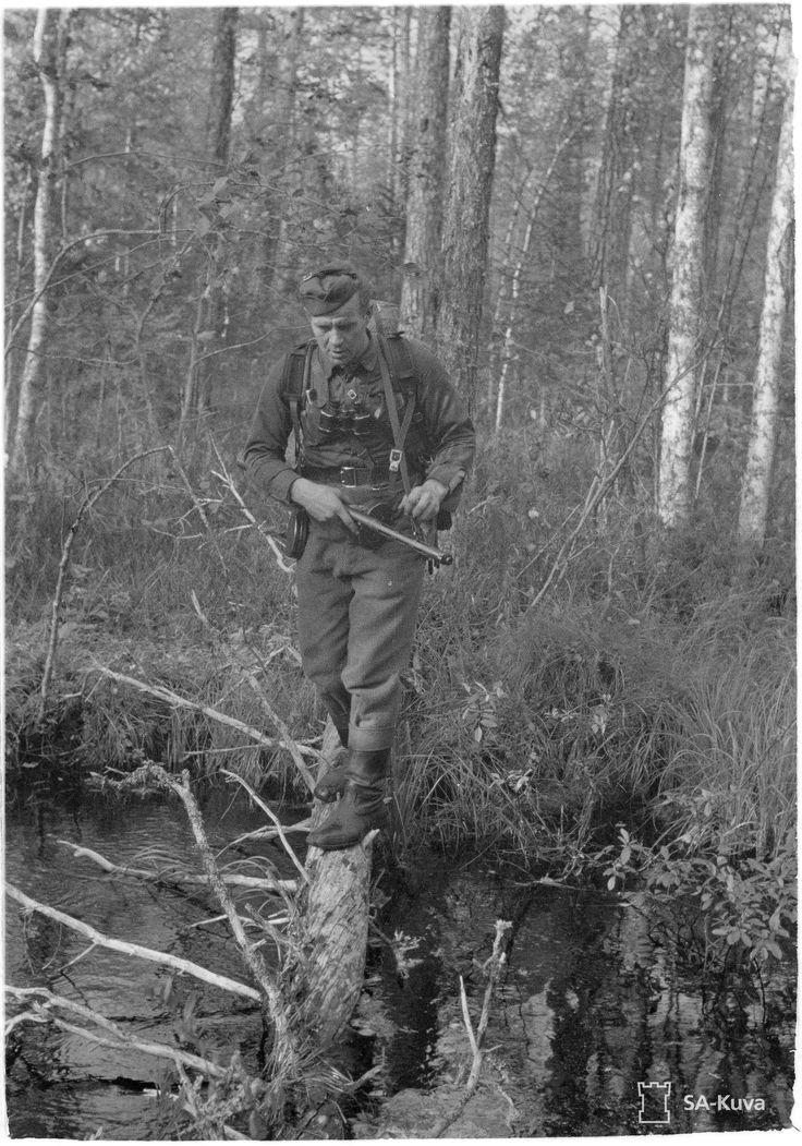Mannerheim-ristin ritari, kaukopartion johtaja Toivo Korhonen.