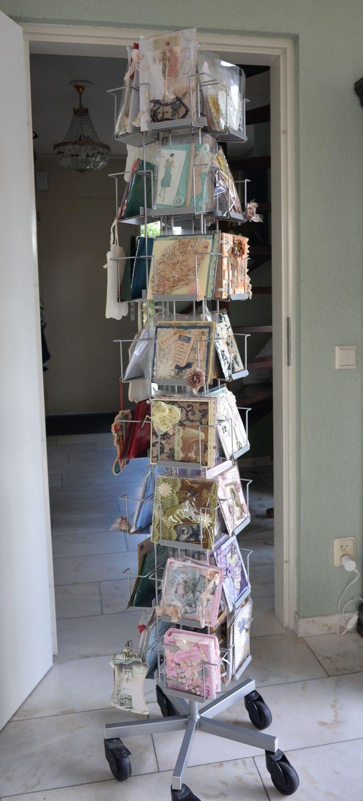Kaartencarrousel om de zelfgemaakte kunstwerkjes, die ik de afgelopen jaren hebt gemaakt en ontvangen, te bewaren.