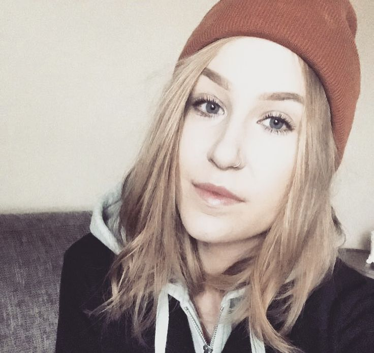 Nose piercing orange beanie blonde hair grey hoodie selfie @onetakeanna