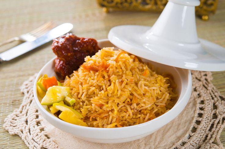 ***Receta de Biryani de Verduras*** Aprende a preparar biryani de vegetales, una delicia tradicional de la India directo a tu cocina....SIGUE LEYENDO EN..... http://comohacerpara.com/receta-de-biryani-de-verduras_10960c.html