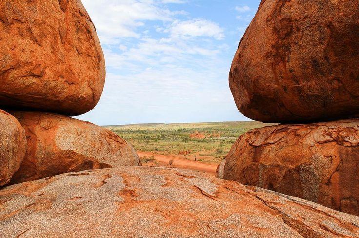 Looking through the eye of the #devil at Devil's Marbles. #boulder #bouldering #devilsmarbles #karlukarlu #visitcentralaus #northernterritory