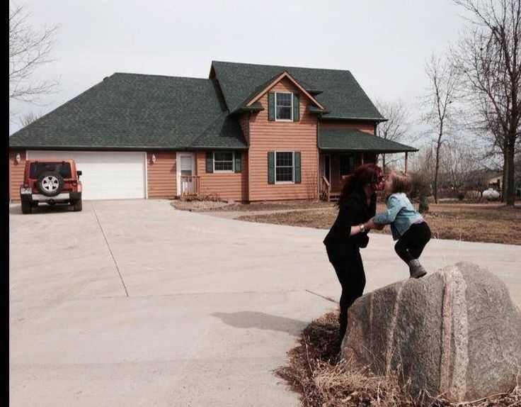 Teen Mom 2 Star Chelsea Houska Bought A House! Chelsea showed off her new home with daughter Aubree