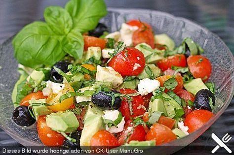 Tomaten-Avocado-Salat mit Senfdressing