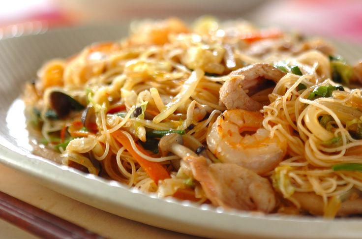 野菜がたっぷり! しっかり味のついた焼きビーフンで野菜嫌いなお子様にも!焼きビーフン[中華/麺料理(ラーメン等)]2012.12.17公開のレシピです。