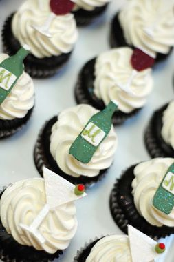 Google Image Result for http://apieceocake.com/userfiles/image/gallery/stock-the-bar-bridal-shower/stock-the-bar-bridal-shower__display.jpg