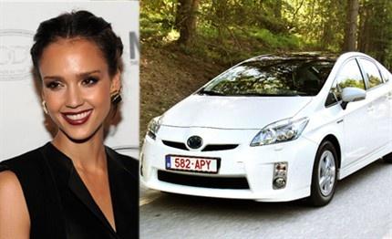 Los coches de las famosas  Jessica Alba - Toyota Prius  En MAPFRE este coche puede llevar la póliza ecológica http://www.mapfre.com/seguros/es/particulares/soluciones/seguros-para-coches-ecologicos.shtml Para Jessica póliza SELECCION ecologica por 745€
