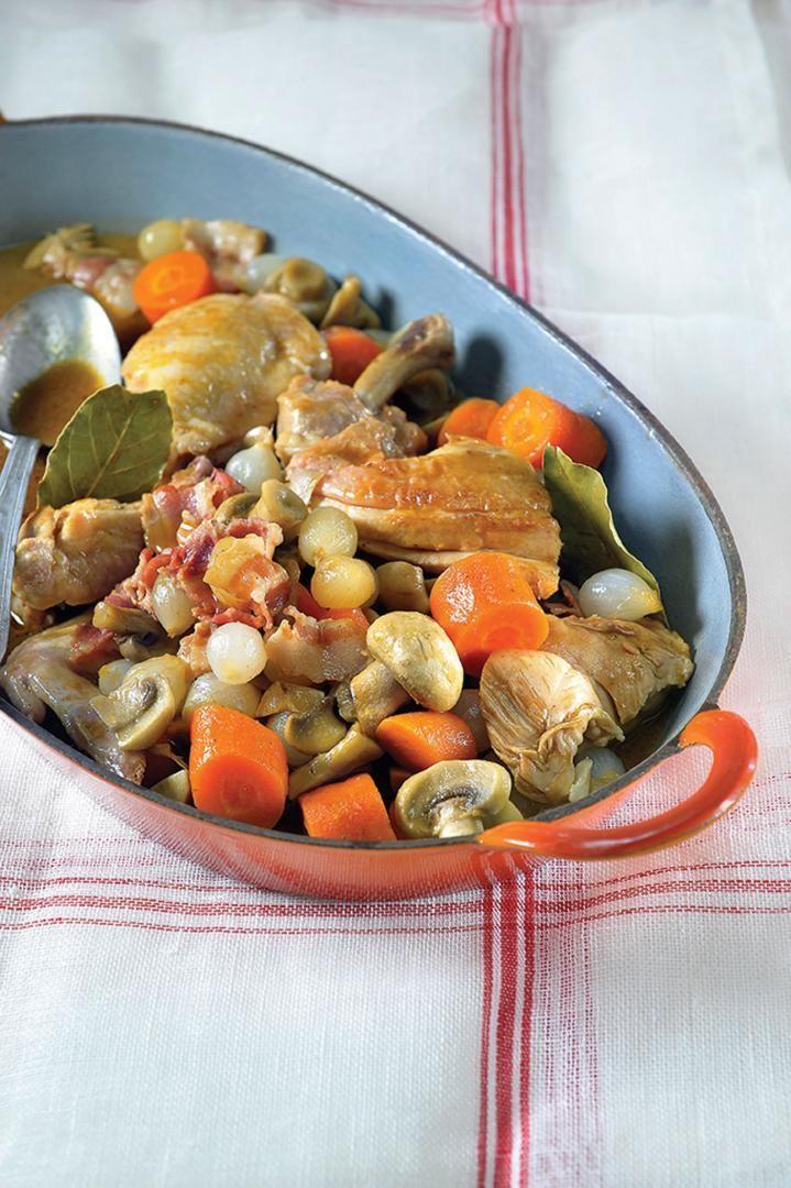 """Het lekkerste recept voor """"Coq au vin"""" vind je bij njam! Ontdek nu meer dan duizenden smakelijke njam!-recepten voor alledaags kookplezier!"""