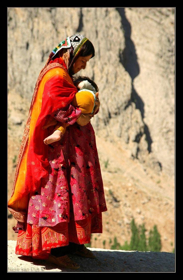 Vrouw met kind in armen