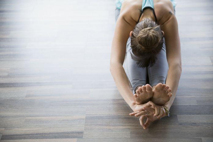 ストレッチは運動前後だけのものではなく、ダイエットやアンチエイジングにも役立つ健康法です。「体が硬いからストレッチは苦手」という方こそストレッチで正しい体作りが必要です。肩こりや腰痛など体の痛みがある方にも役立つ情報をお届けします。記事で紹介しているストレッチ方法の中から、最適なものを見つけてくださいね。