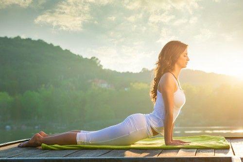 Ben jij aan het twijfelen of je wilt beginnen aan yoga? als je nog niet overtuigd bent, zullen deze zeven voordelen je vast en zeker over de streep trekken