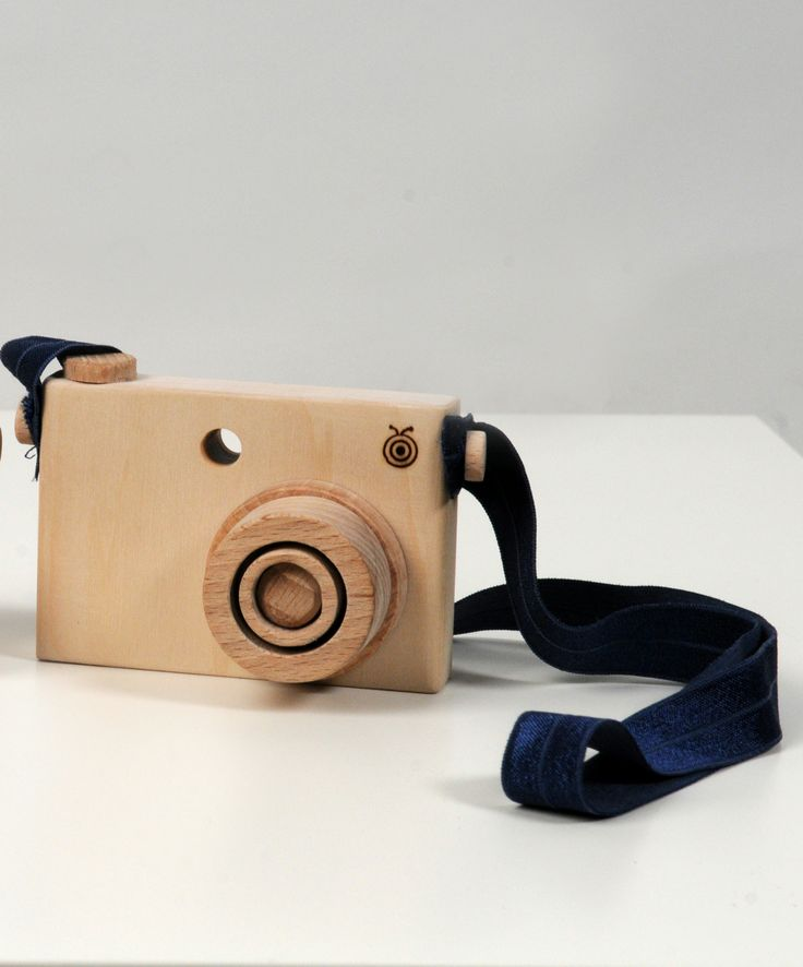 camera with elastic strap