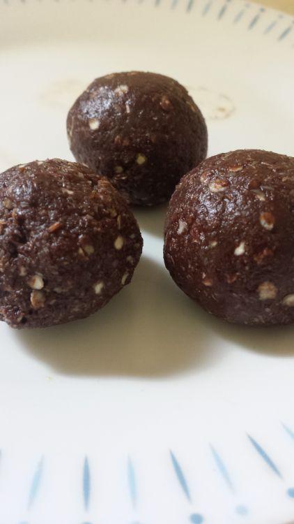 Chocolate Quinoa Protein Balls