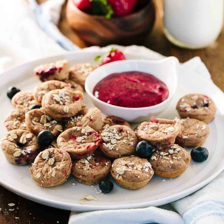 Baked gluten free blender oatmeal pancake dippers are the perfect breakfast solution! Served with triple berry yogurt sauce. #BRMOats @Bob's Red Mill | jessicagavin.com