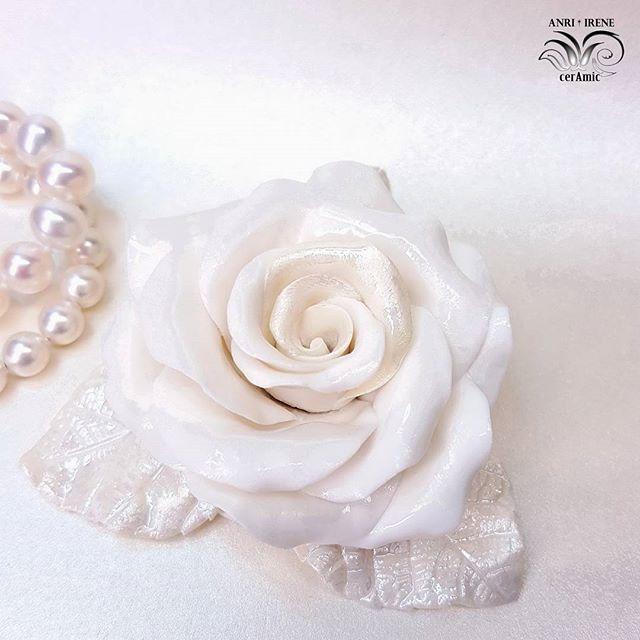 White porcelain rose. Porcelain, nacre. Handmade.  #porcellana #porcelaine #porcelain #porzellan #porcelainflowers #porcelainrose #rose #porcelainjewelry #porcelaindesign #decor #decorationinterieure #decoration #tabledesign #tabledecor #homesweethome #homedecor #homedesign #vintagedecor #vintagestyles #vintage #ceramics #ceramicflowers #design #glamour #pearl #nacr #anriirene #interiordesign #interiorflowers #luxury