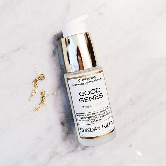 Sunday mornings with @sundayriley. This amazing treatment is formulated with high grade lactic acid, lemongrass and licorice to brighten, refine and plump skin. #meccacosmetica #sundayriley