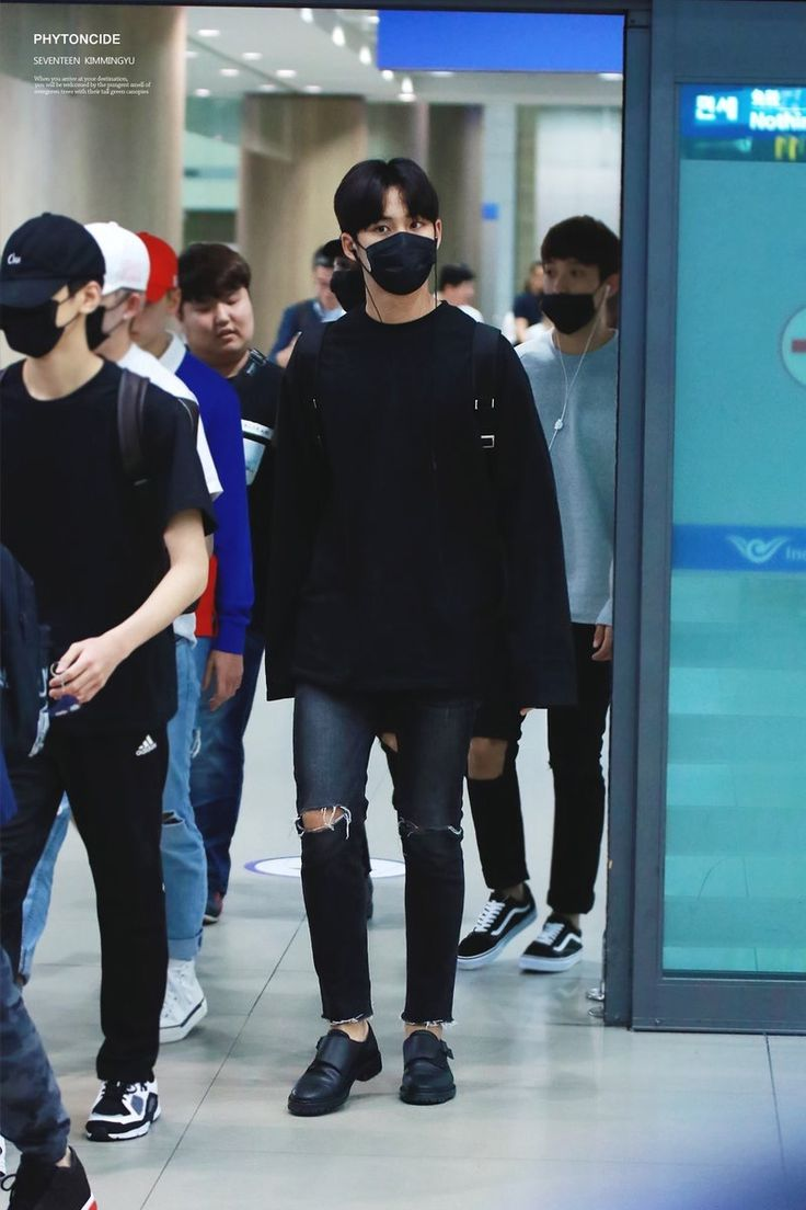 Seventeen Mingyu, Korean Fashion Men, Airport Fashion, Kpop, Twitter,  Korean Male Fashion