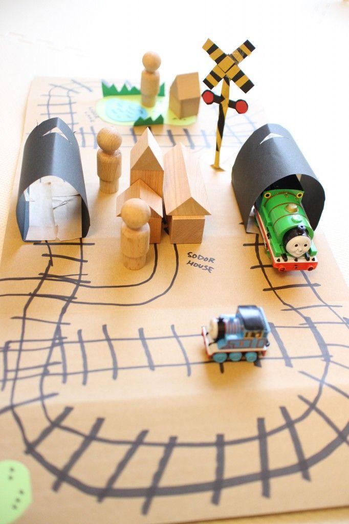 Cardboard DIY craft toy train tunnel, railroad and crossing. Thomas the tank engine runs on it. ダンボールクラフトでトーマスの走る線路、踏切、トンネル。