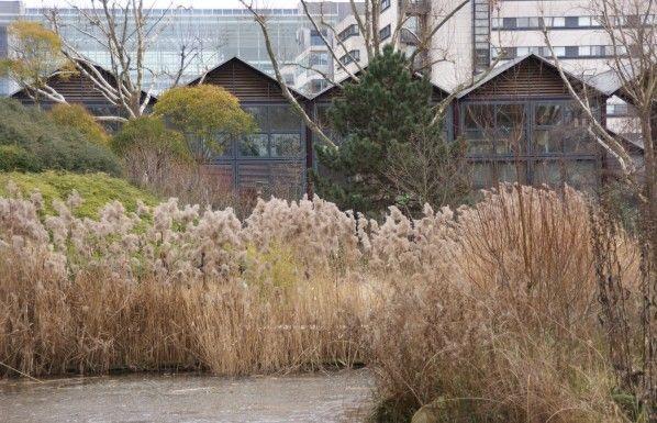 Le parc de Bercy ou parc Yitzhak Rabin se situe entre Bercy village et le palais omnisport. Les statues en bronzes le long de la Seine face à la passerelle Simone de Beauvoir sont de Rachid Khimoune. En bronze, elles ont été moulées à partir d'empreintes...