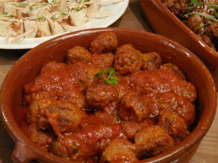 Spaanse gehaktballetjes in tomatensaus? Maak ze klaar met ons heerlijke recept. Verassend en vooral lekker! Gebruik ons basisrecept!