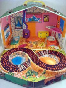 Little Kiddles Club House...This was one I completely forgot about until just now. Oh wow! My cousins had this and  loved to play with it at their house