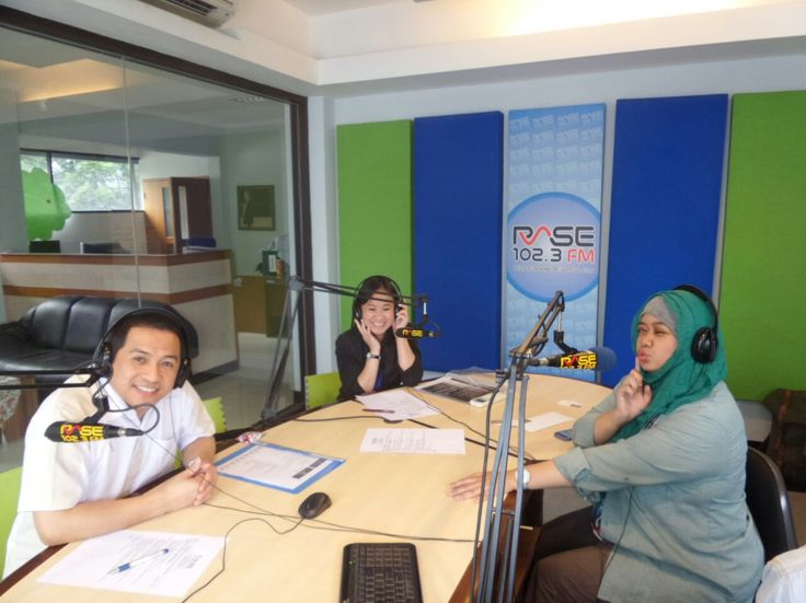 Thank you for the warm welcome and hitz talkshow this morning (3/12/2014). New Year's Promo on air with teteh Anissa at RASE FM Bandung - Keep Bandung Beautiful euyy!!!