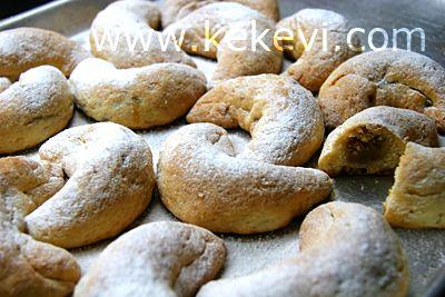 Kış mevsiminde kurabiyelerimde kullandığım iki favori meyve var: Portakal ve elma. Portakalın suyu ve rendesi ile yaptığım sıvıyağlı perişan kurabiye hem kolay, hemde hafif bir kurabiye. Aynı şekil…