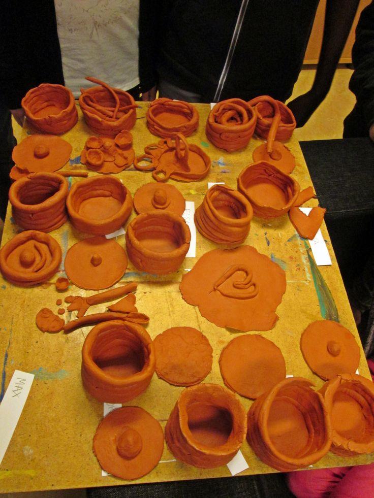 åk 3 tillverkar lerkärl från Forntiden