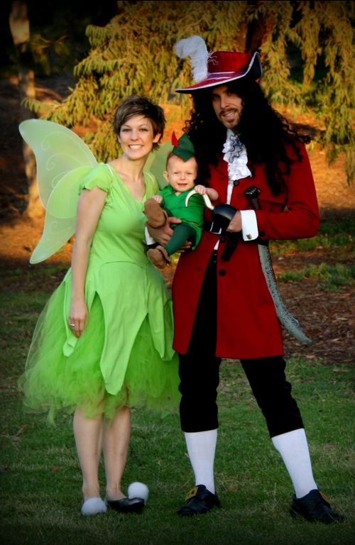 Wendy and Captain Hook Costume - Go the land of Neverland with this epic family themed costume | Click Pic for 30 DIY Halloween Costumes for Women | #Halloween #Costume #Ideas