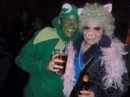 Kermit and Miss Piggy Costume  http://barnaclebill.hubpages.com/hub/misspiggyhalloweenbirthdaycostumes