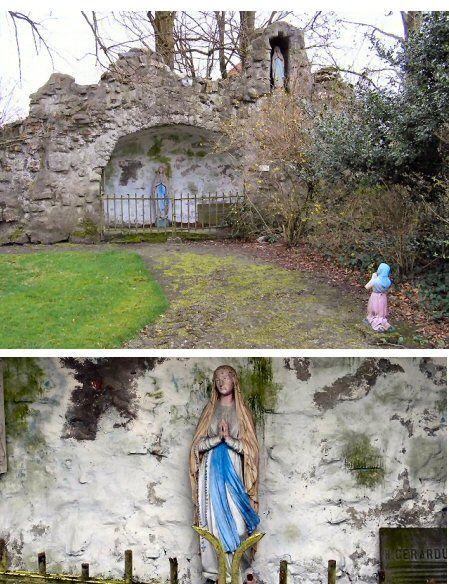Weebosch. Zeker sinds de 15e eeuw, maar waarschijnlijk al eerder, stond in De Weebosch een kapel, gewijd aan Onze-Lieve-Vrouw, die doorgaans bediend werd door de pastoor van Bergeijk. Nadat deze kapel in 1648 aan de katholieken was ontnomen, kwam ze leeg te staan en werd tenslotte in de loop van de 18e eeuw gesloopt. Op dezelfde plaats is in 1935 een Lourdesgrot gebouwd in het processiepark achter de pastorie.Foto's: Daan de Jong.