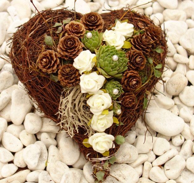 Kränze - Grabgestecke Allerheiligen Gestecke Gedenken Herz - ein Designerstück von missbellflower bei DaWanda
